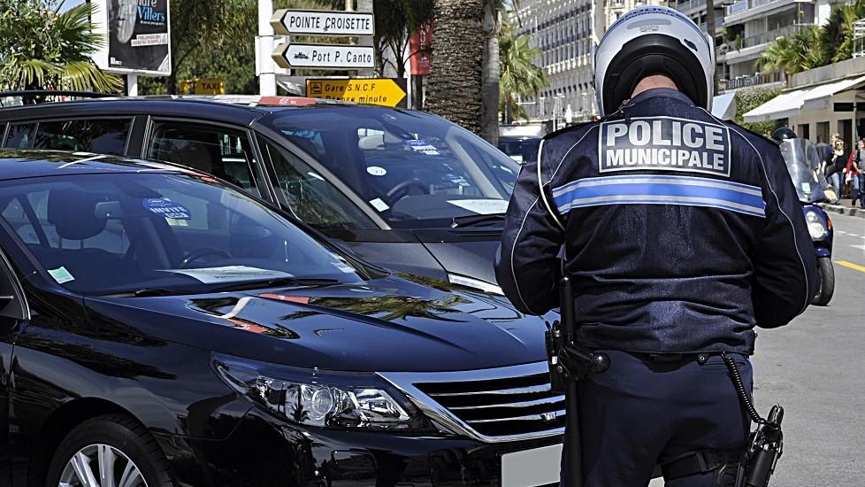 Infraction liee au stationnement relevee par un policier municipal