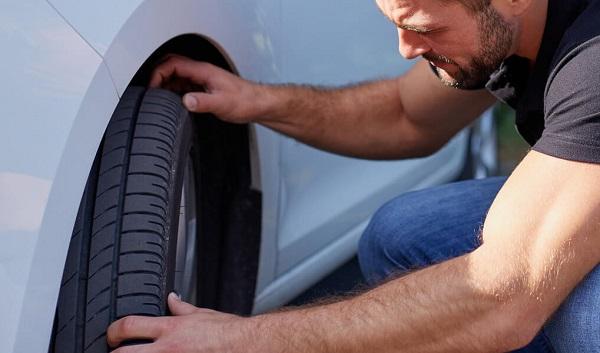 Vérifier les flancs des pneumatiques