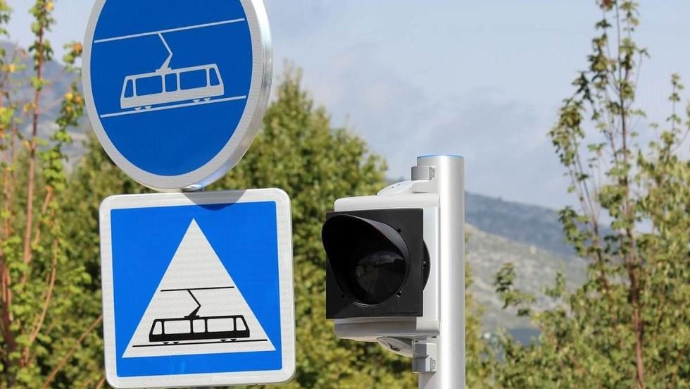 Deux panneaux traitant des tramways