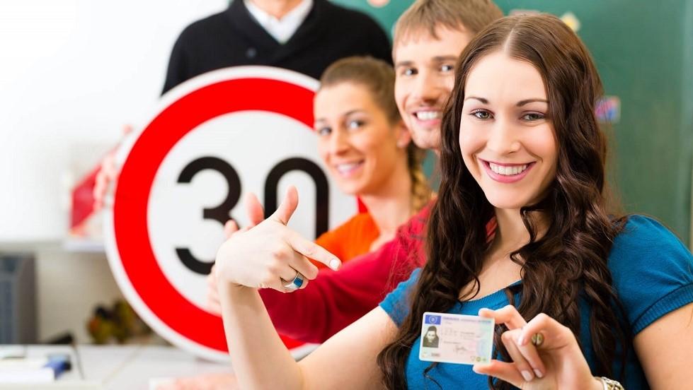 Candidate ayant obtenu son examen pratique du permis de conduire
