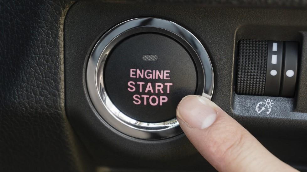 Bouton de demarrage Stop and Start d'une automobile