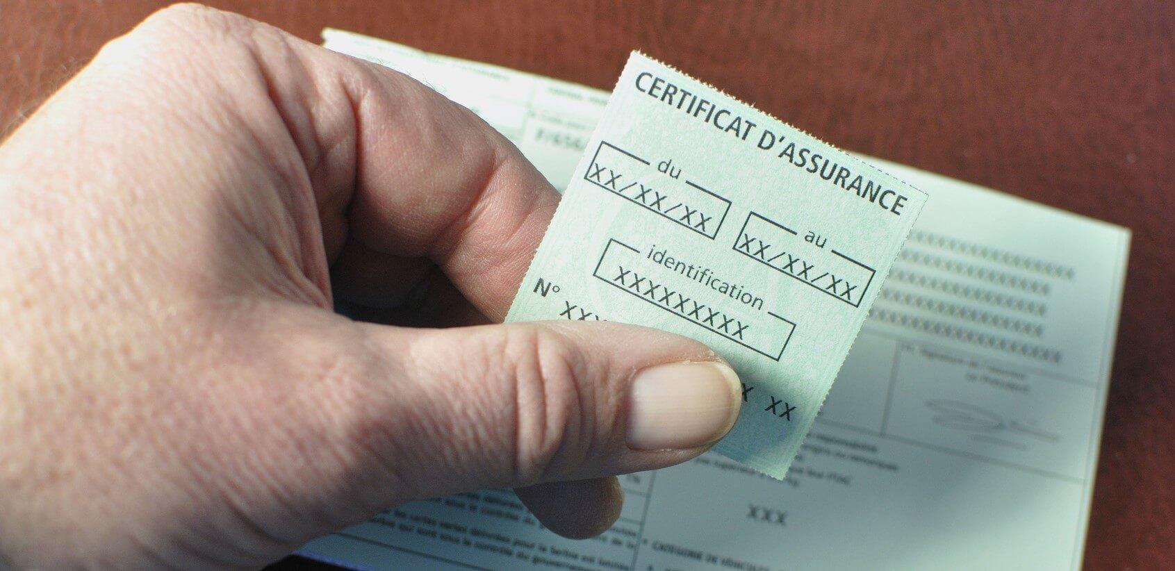 Un certificat d'assurance en gros plan.