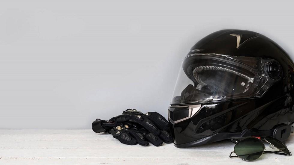 Casque et equipements de protection destines aux motards