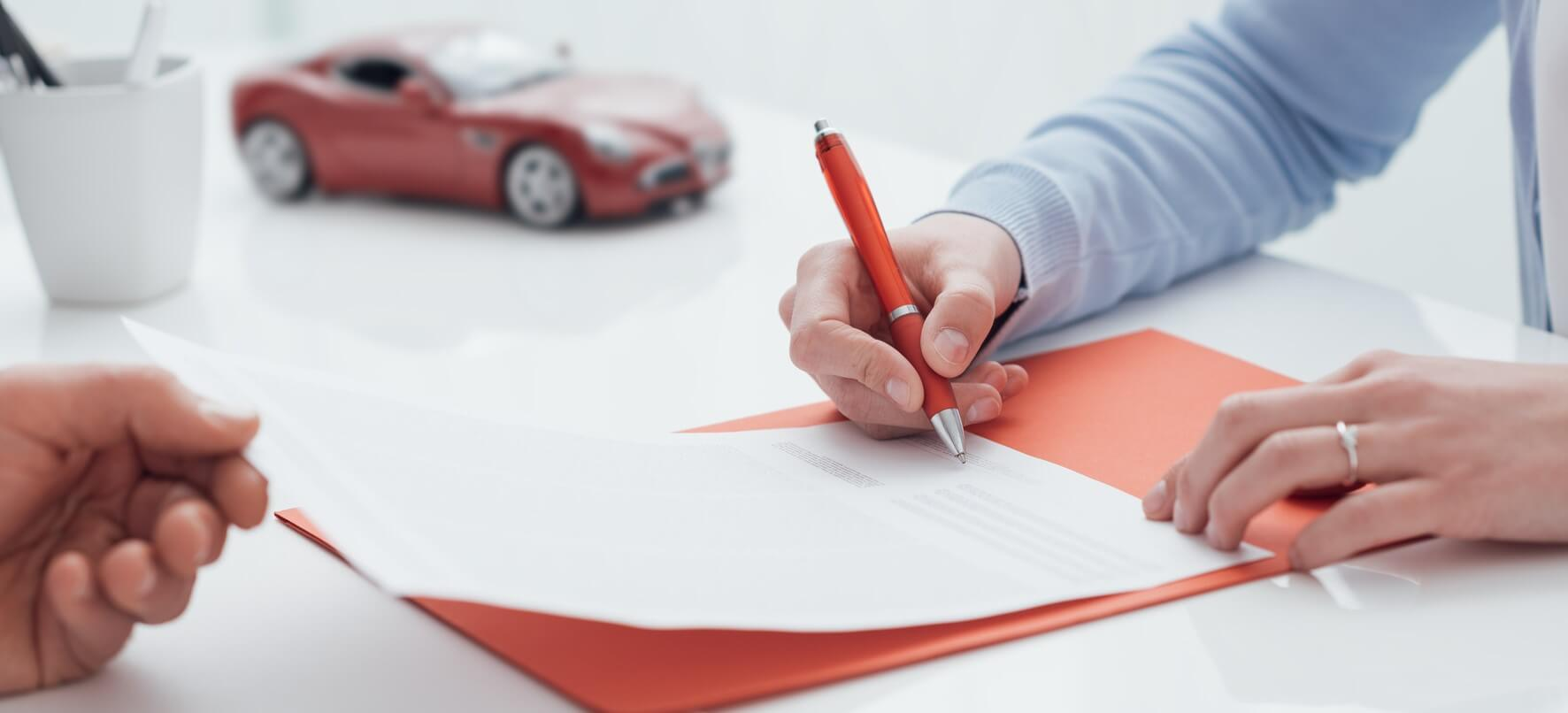 Signature d'un contrat d'assurance.