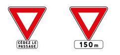 """Le design des différents panneaux de """" cédez-le-passage"""""""