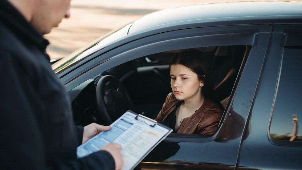 Contravention etablie suite a l'absence de permis de conduire d'une conductrice