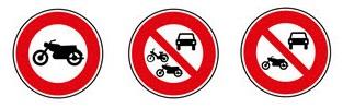 panneaux d'interdiction relatifs aux motos
