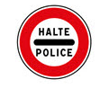 Panneau d'arrêt de la police