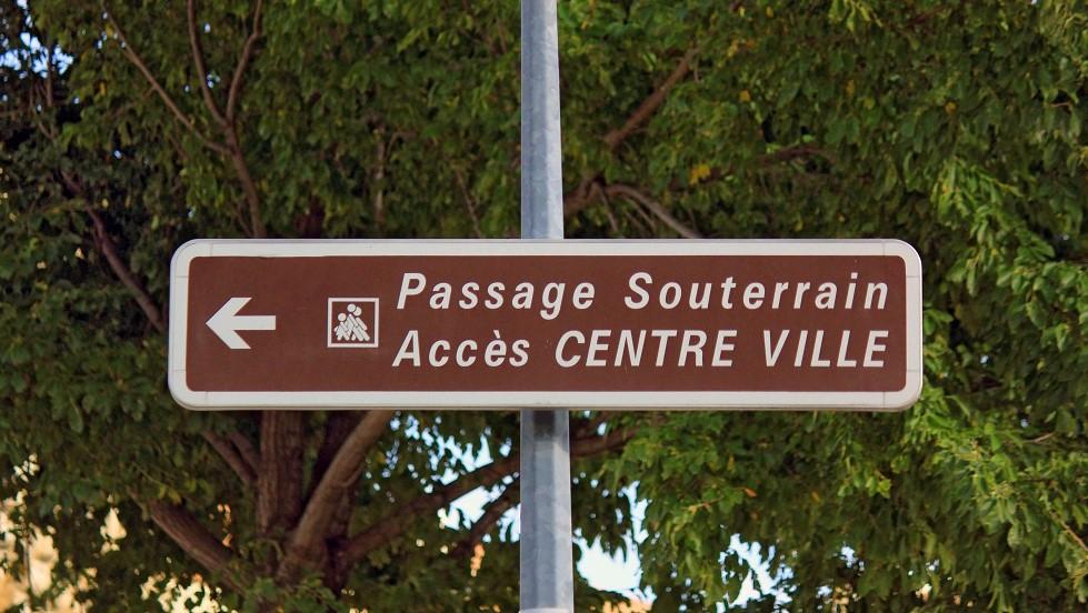 Panneau de localisation de passage souterrain