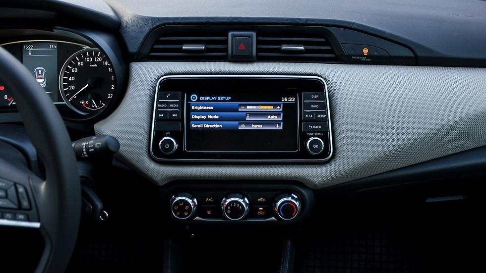 Radio moderne dans une automobile