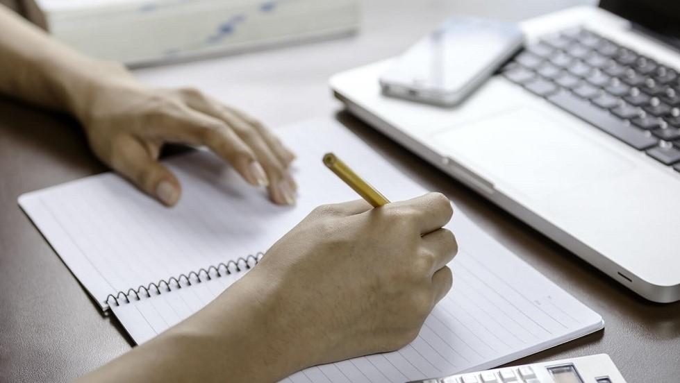 Prise de notes dans le cadre de revisions a l'examen du code de la route