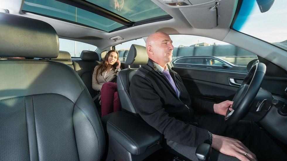 Chauffeur de taxi ne portant pas sa ceinture de securite