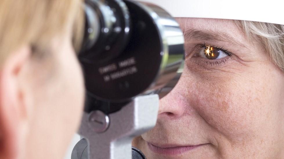 Usager faisant examiner sa vision