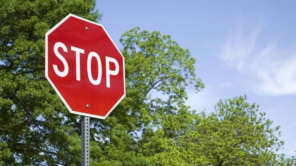 Panneau de stop hors agglomeration