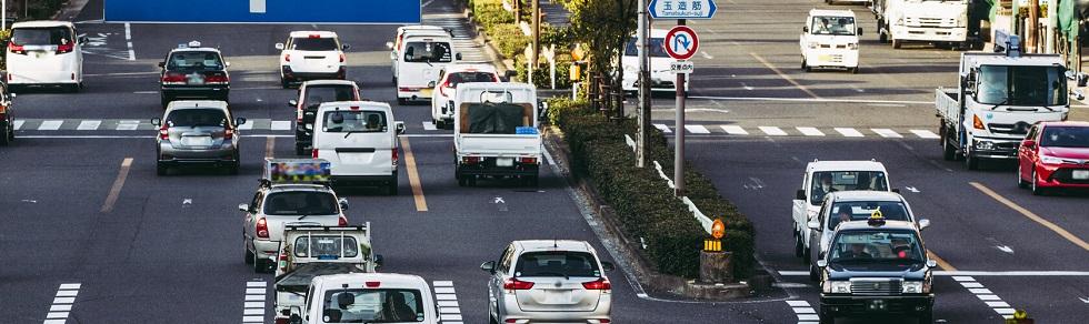 Une route dans une agglomération japonaise