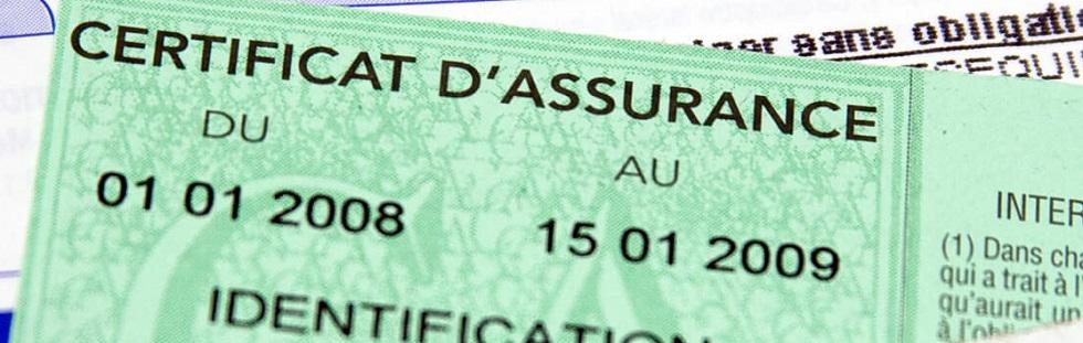 Gros plan sur un certificat d'assurance auto