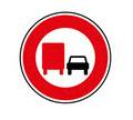 panneau d'interdiction de dépassement pour les poids lours