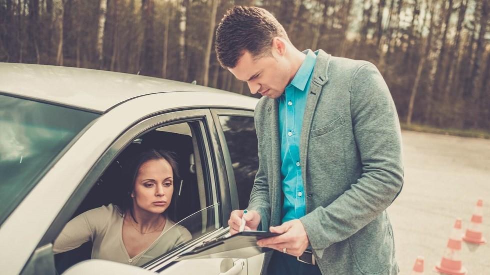 Formation d'une candidate a la conduite des vehicules