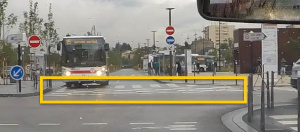 des damiers de bus