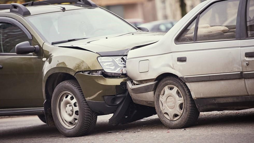 Collision entre deux automobiles en agglomération