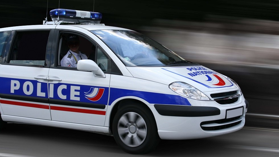 Automobile de la police nationale en intervention