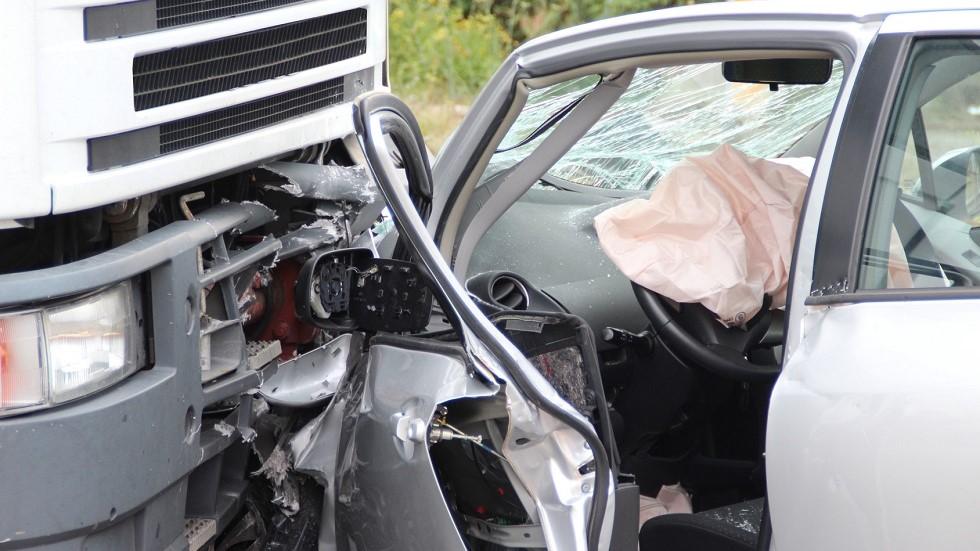 Choc frontal entre un camion et une voiture