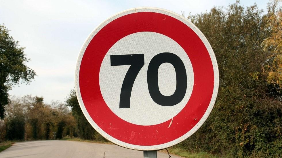 Panneau de limitation de vitesse a 70 km/h