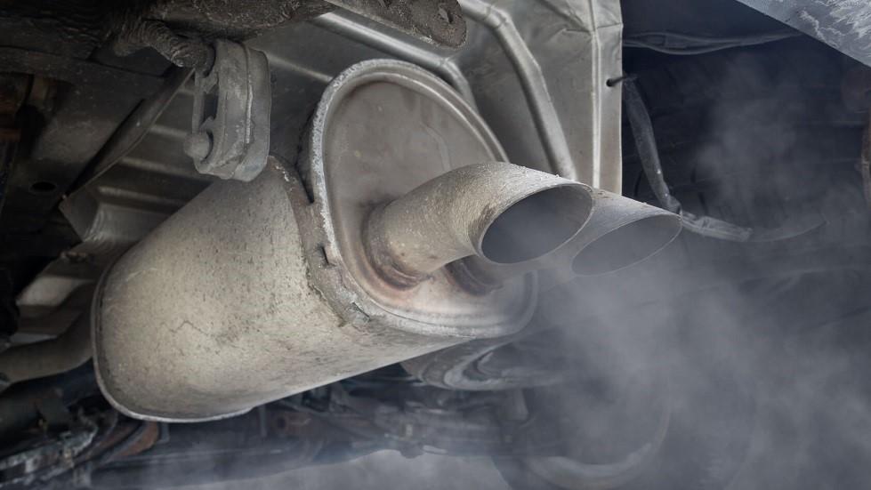 Pollution rejetee par un pot d'echappement