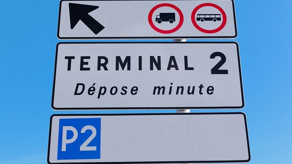 Panneau de stationnement reserve aux depose minute