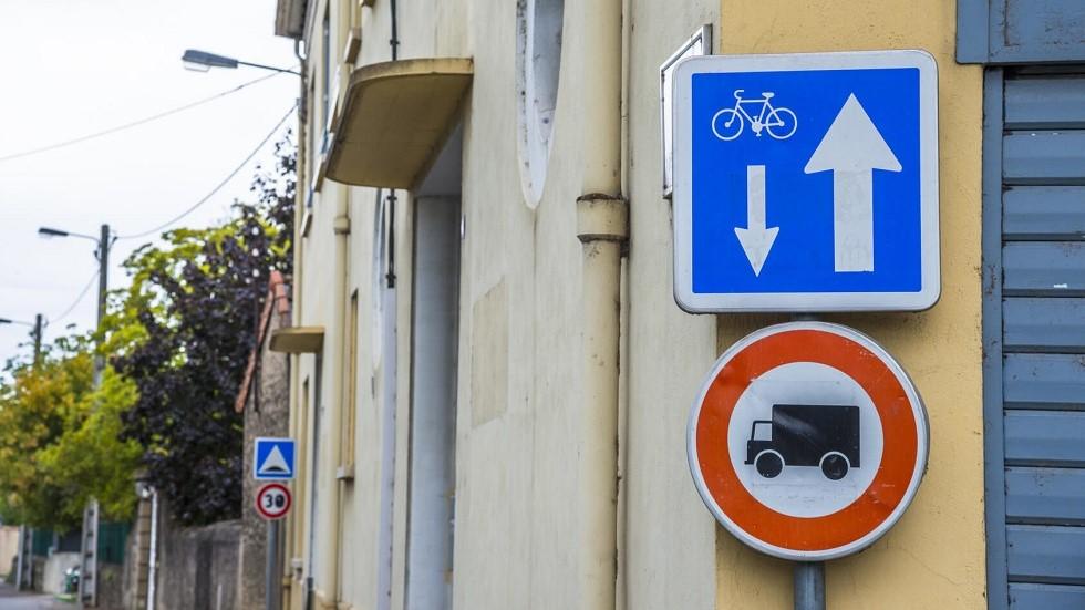 Conditions particulieres de circulation : double sens cycliste