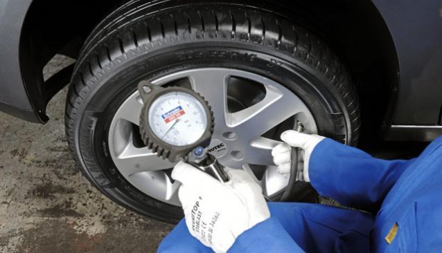 Contrôler la pression des pneumatiques