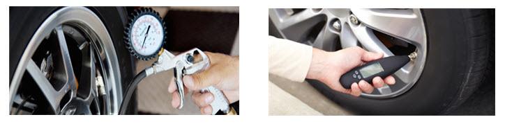 Photographie montrant un usager en train de vérifier la pression de ses pneus.