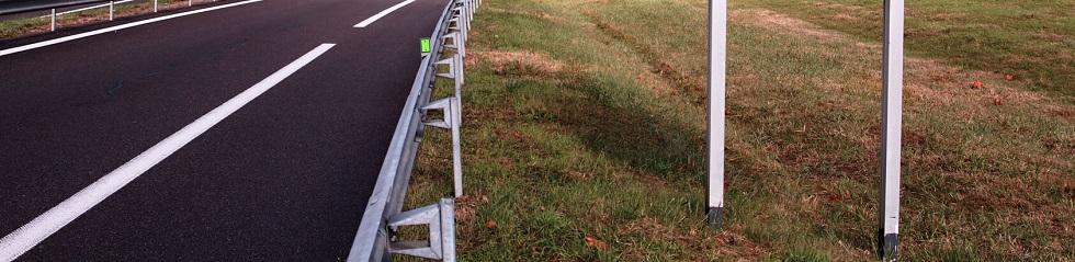 Photographie d'une route à une voie vue de face
