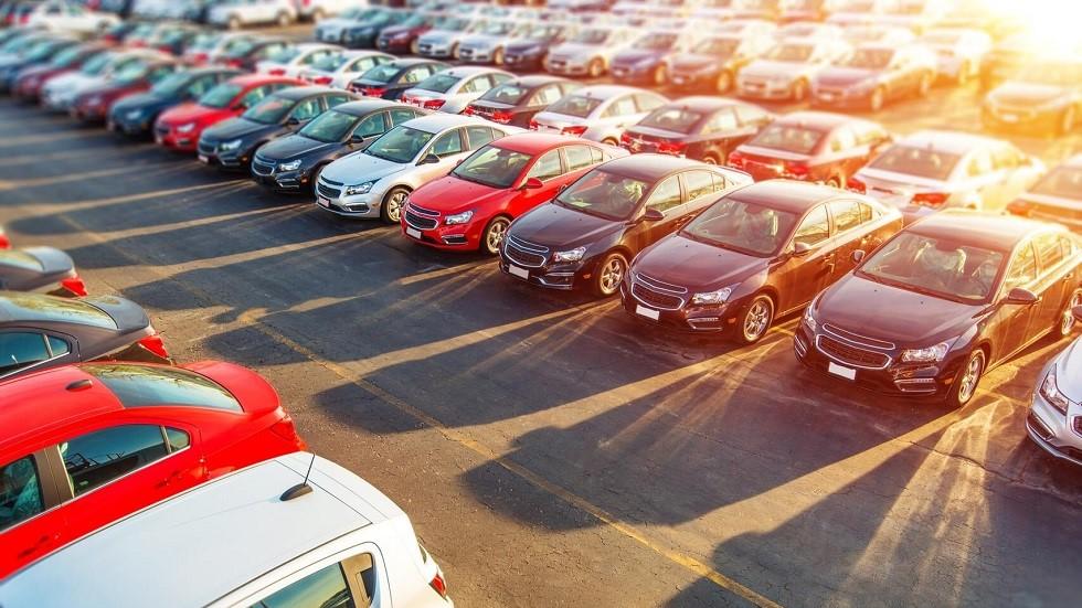 Parking d'une concession automobile